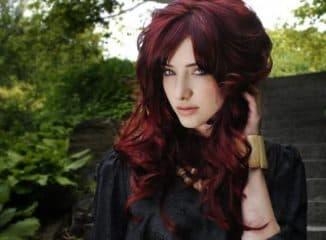 кому подходит темно красный цвет волос