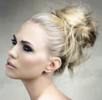 как сделать небрежную укладку на средние волосы