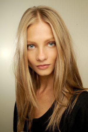 светло-пшеничный цвет волос