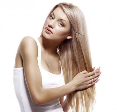 мытье светлых волос головы