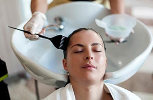 процедура покраска волос