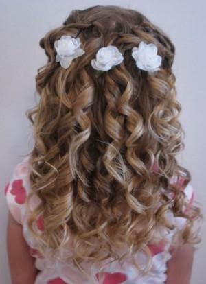 распущенные волосы для девочки на выпускной