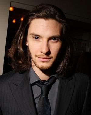 стрижка градуированное каре на волнистые волосы для мужчин