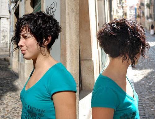 короткая стрижка боб на волнистые волосы