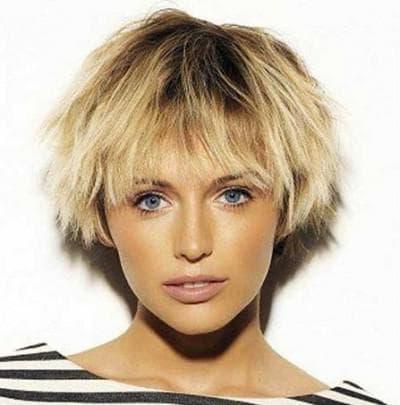 повседневная простая прическа на короткие волосы