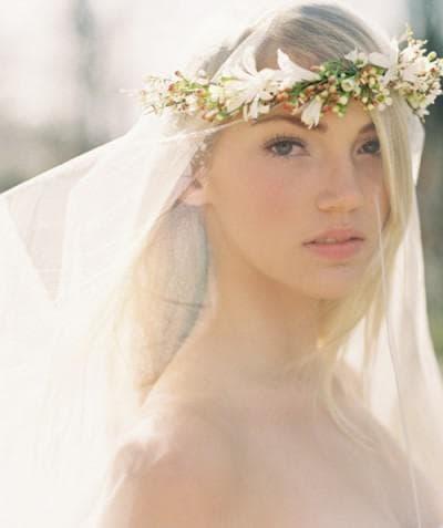 свадебная асимметричная причёска под фатой