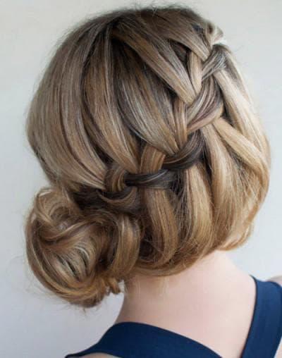 коса свободного плетения на средние волосы