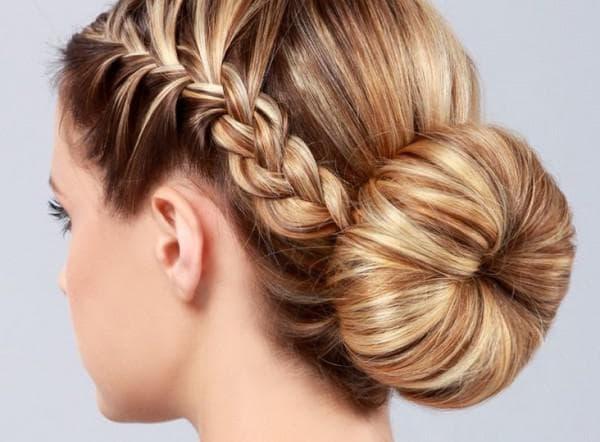 красивый пучок бублик на средние волосы