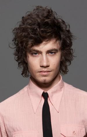 укладка кудрявых волос у мужчин средней длины