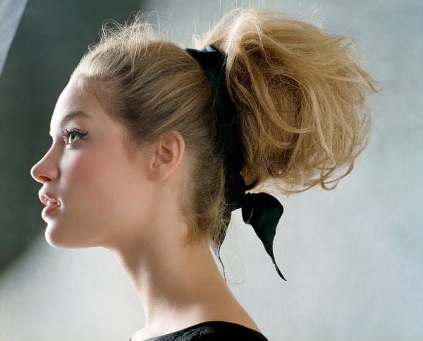 объёмный пучок на средние волосы