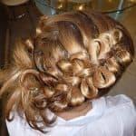 прически с плетением кос на средние волосы