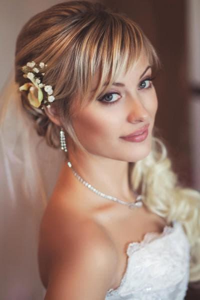 свадебные прически на длинные волосы с косой челкой