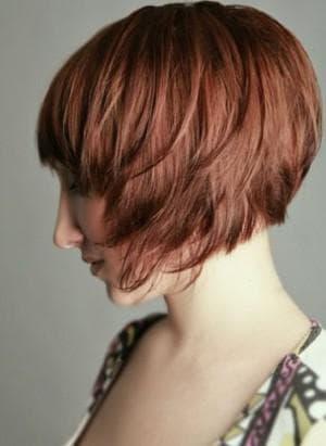 градуированный боб каре на короткие волосы
