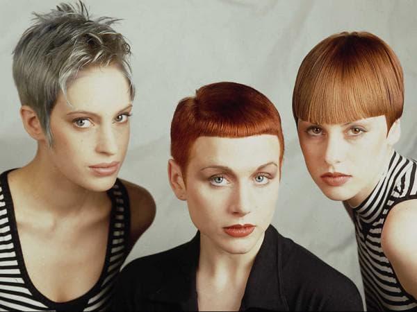 ультракороткая женская стрижка с косым пробором