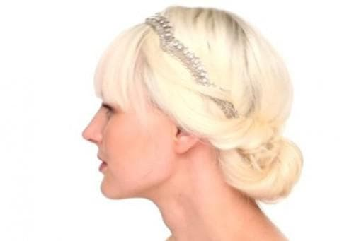 греческая прическа с повязкой на средние волосы