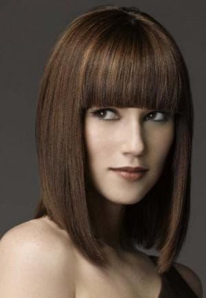 каре с чёлкой на волосы средней длины