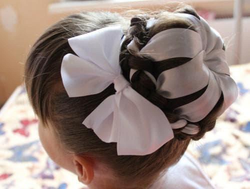 пучок с лентой на 1 сентября для девочки