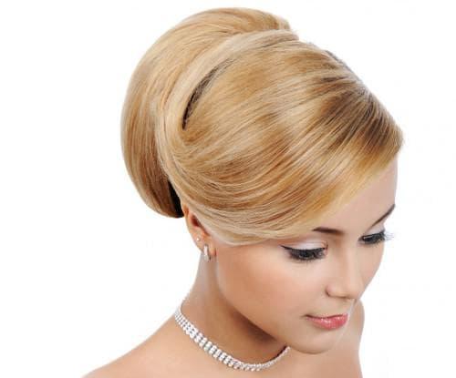 гладкая укладка в стиле ретро для средних волос