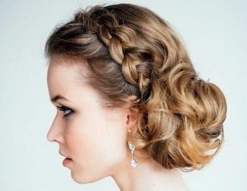 пучок из косички на средние волосы