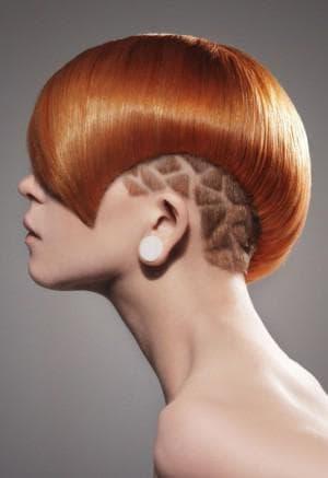 стильная стрижка с выстригами на короткие женские волосы