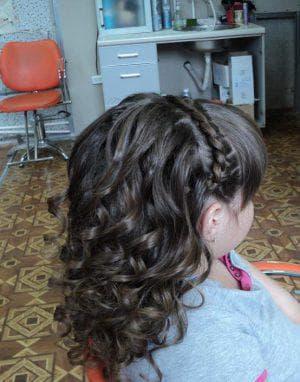 укладка на длинные волосы на свадьбу для девочек