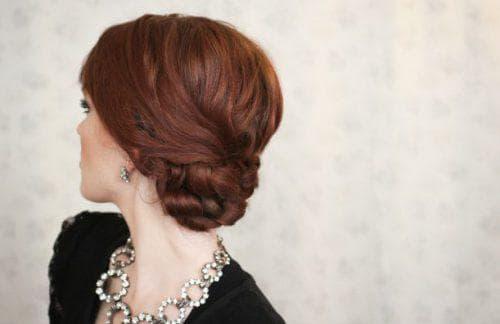 прическа пучок из сплетенных волос на средние волосы