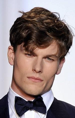 творческая причёска мужчине для квадратного лица