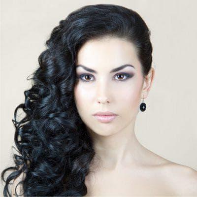 кудри на бок с локонами на средние волосы