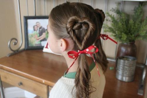 причёска в виде сердца для девочки