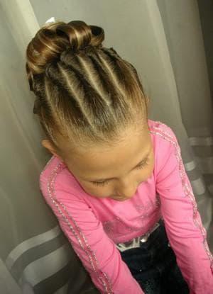 детская прическа жгутик на средние волосы