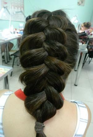 французская коса наоборот из четырёх прядей
