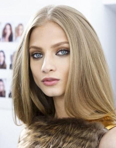 серо-голубые глаза и волосы