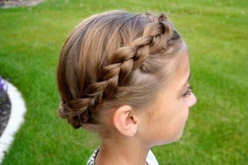 красивые и легкие прически венок из косы для девочек