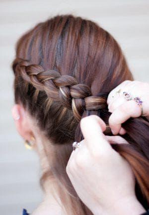 французская коса наизнанку на средние волосы