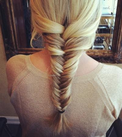 французская коса наоборот с хвостом