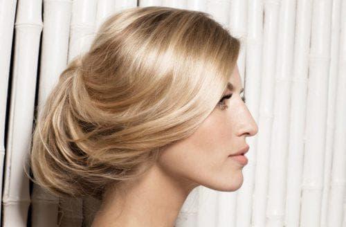 французский пучок с чёлкой на средние волосы
