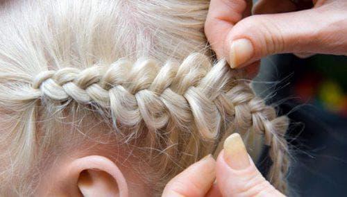 косичка наизнанку на короткие волосы