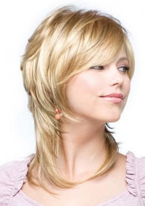каскад для тонких волос средней длины