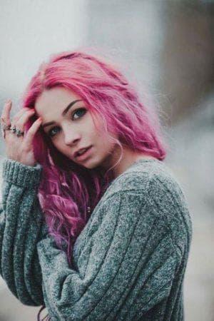 розовые волосы для серых глаз