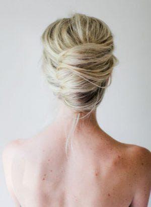 красивый французский пучок из волос