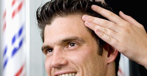 использование воска для волос мужчиной