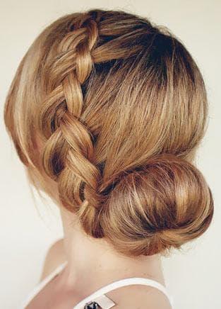 красивый пучок с косами на длинные волосы