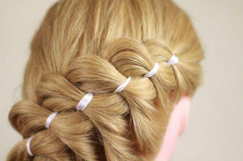 коса с лентой из 4 прядей
