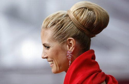 причёска для средней длины с резинкой бубликом
