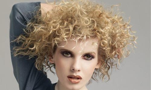 химическая завивка осветлённых волос