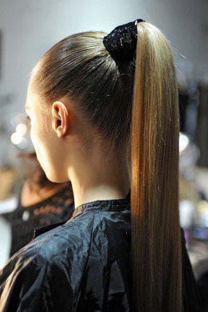 конский хвост на прямые длинные волосы
