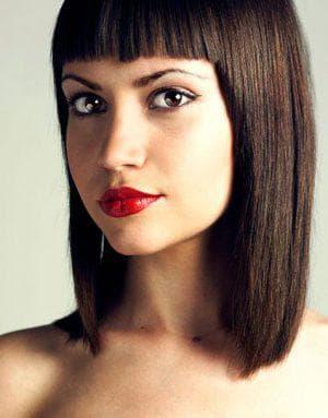 ровные с прямой челкой на средние волосы до 50 лет