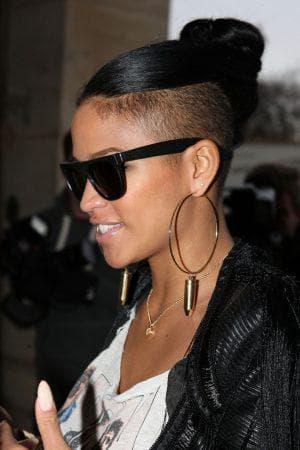 модерн с оголенным затылком на длинные волосы