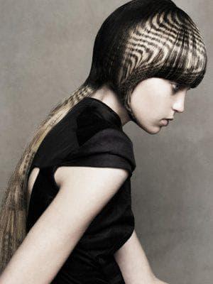 красивое трафаретное окрашивание длинных волос