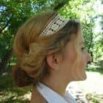 Романтичные прически с резинкой вокруг головы